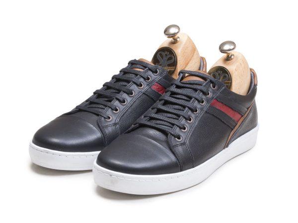 عکس مدل کفش اسپرت مردانه چرم کریس رنگ مشکی