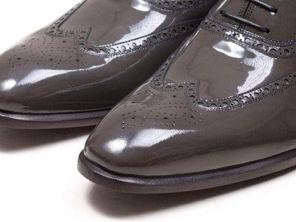 چرم ورنی طوسی کفش مردانه آذین
