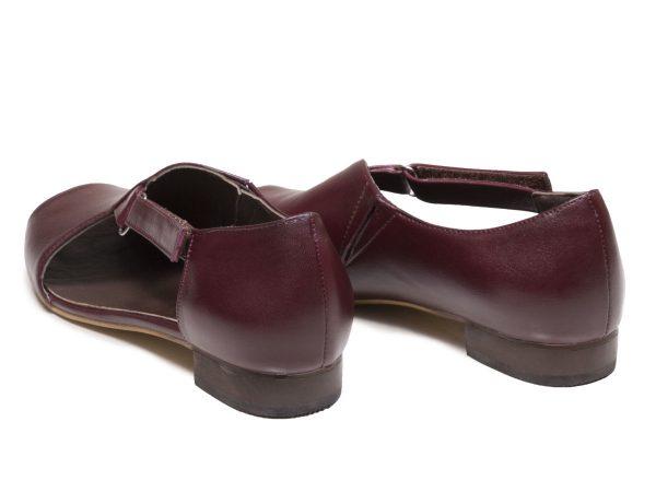 کفش زنانه پاشنه تخت جلوباز بیندا زرشکی